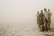 Les américains ont arrêté un insurgé Taliban dans le district de Sangin pendant l'opération Achilles. Ils l'emmène en Hélicoptère à Kandahar où il subira des interrogatoires plus poussés.