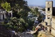 PORT-AU_PRINCE, HAITI-NOV, 2014: Les gens installent leur maison sur les ravines, risquant a chaque pluie de se faire emporter. (Photo by veronique de Viguerie/Reportage by getty images).
