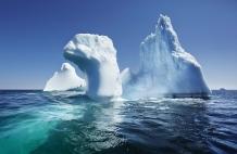 BONAVISTA, NEWFOUNDLAND-JUNE, 2014: Iceberg echoues dans la baie de Bonavista, a Terre Neuve. Icebergs in Bonavista Bay. (Picture by Veronique de Viguerie/Reportage by Getty Images).