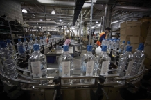 ST JOHN'S, NEWFOUNDLAND-JUNE, 2014: Usine de fabrication de l'Iceberg Vodka a Saint Jean. Iceberg Vodka factory in St John's. (Picture by Veronique de Viguerie/Reportage by Getty Images).