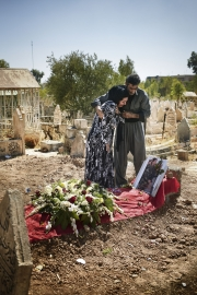 ERBIl, IRAQ-SEPTEMBER, 2014: Mohamed Hosseini and his wife are grieving on their daughter's grave. Nigar, 19, was a Peshmerga, fighting against ISIS. She was killed 3 days ago, on the 6th of September 2014.  Picture by Veronique de Viguerie/Reportage by Getty Images)