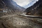 BEDING, NEPAl-APRIL, 2015: La ville de Beding, 3690m est traversée par la rivière Rolwaling. Au fond le pic de Tsoboje à 6689m.(Picture by Veronique de Viguerie/Reportage by Getty Images)