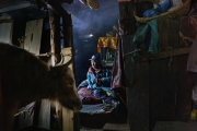 NA, NEPAL-APRIL, 2015: Nag Che s'est blessé en tombant alors qu'il gardait ses Yaks. Il n'y a pas d'hôpital dans la vallée. Il attend d'être secouru par un hélicoptère qui l'emmènera pour être soigné à Katmandou. Village de Na 4180m. (Picture by Veronique de Viguerie/Reportage by getty Images)