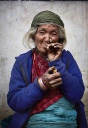 SIMIGAON, NEPAl-APRIL, 2015: L'ethnie Tamang vit en harmonie avec les Sherpas dans le village de Simigaon. Les femmes Tamang affectionnent particulièrement les boucles de nez. (Picture by Veronique de Viguerie/Reportage by Getty Images)