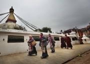 KATMANDOU, NEPAL-APRIL, 2015:  Les Sherpas en général boudhistes, sont très religieux. Quand ils viennent en ville, ils s'installent autour des temples pour venir prier souvent. (Picture by Veronique de Viguerie/Reportage by Getty Images).