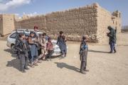Bienvenue en territoire Taliban. Une partie du Wardak au sud  de Kaboul est totalement administrée par les Taliban. Une école de garcon se trouve fermée car les professurs ne sont pas venus.