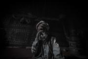 Ce vieil homme arrive de Kunduz, il a perdu toute sa famille, 9 membres alors que leur maison était pulvérisée par un drone ou une bombe. Il n'a plus rien, plus personne, il survit dans un camp de déplacé à Kaboul.