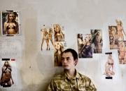 Un soldat anglais se repose dans leur quartier général à sangin.