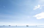 SURIGAO, MINDANAO- JUNE, 2017: Les cargos venus de Chine font la queue pour être chargés des minerais au large de l'île de Mindanao. Chinese transporters are waiting to be filled with ore, off mindanao shore.  (Picture by Veronique de Viguerie/Reportage by Getty Images)