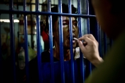 MANILA, PHILIPINES- JUNE, 2017: Le père Noël Ponsaran est à la fois prêtre et policier. Il célèbre la messe à la station de police de Quezon city à la fois pour les prisonniers et les policiers. Father Noel Ponsaran is a policeman and a priest. He is celebrating the mass in Quezon police station for the inmates and the policemen. (Picture by veronique de Viguerie/Reportage by Getty Images). (Picture by Veronique de Viguerie/ Reportage by Getty Images)
