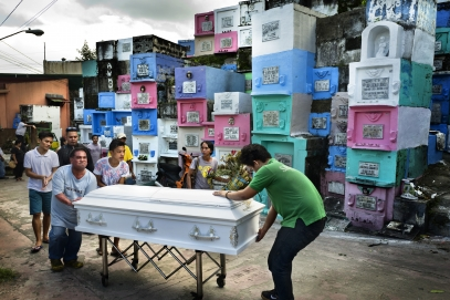 MANILA, PHILIPPINES - OCT, 2016: Funerals of Herman Gatbonton (61), drug user, killed on the 7th of october. He was on the Watch List. He is leaving a 3-years-old daughetr, Angelica.(Picture by Veronique de Viguerie/ Reportage by Getty Images).