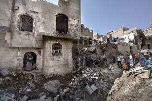 SAANA, YEMEN- 2017, OCT: La Coalition dirigée par l'Arabie Saoudite a bombardé de nuit plsieurs maisons qui se trouvaient à cote du Ministère de la Defense. 12 maisons ont ete detruites et une douzaine de civils ensevelis sous les decombres de leur demeure. 8 bléssés dont des femmes et des enfants sont à déplorer.During the night, Coalition led by Saoudi Arabia airstrikes populated areas. 12 houses got damaged and 12 civilians were rescued out of the rubbles. 8 wounded mainly children and women.