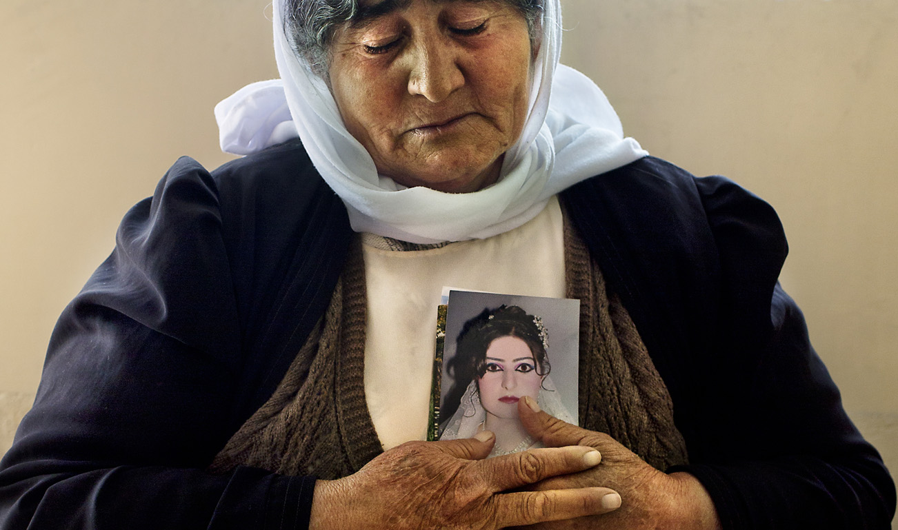 """SINJAR, KURDISTAN, IRAQ- FEBRUARY, 2016: Wansa Khalaf (55), a été enlevée avec ses 4 fils, ses 3 filles et ses 11 petit enfants. Elle a été """"rachetée"""" il y a quelques mois mais tous les membres de sa famill sont encore aux mains de Daech ou morts. Elle a vu la photo de sa fille circulait sur les reseaux de Daech où elle etait proposait à la vente. Wansa n'ose pas rentrer chez elle, elle vit avec les combattantes de YBS à leur base.(picture by Veronique de Viguerie/ Reportage by Getty Images )"""