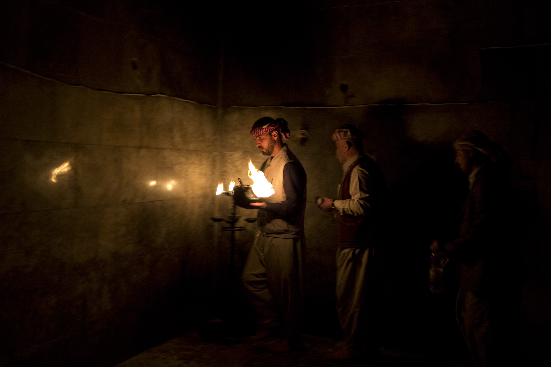 LALESH, KURDISTAN, IRAQ- FEBRUARY, 2016: Cérémonie des bougies au teple sacré de Lalesh. Chaque soir, 365 bougies sont allumées, une pour chaque jour de l'année. (picture by Veronique de Viguerie/ Reportage by Getty Images )