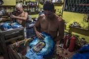 RIO, BRESIL-MARCH, 2019: Les membres du gang des Cobras mettent le touche finale à leurs costumes de Bate Bola. Cette année ils ont choisi pour thème la religion. (Picture by Veronique de Viguerie/Getty Reportage)