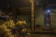 RIO, BRESIL-MARCH, 2019: Les membres du gang des Cobras arrivent dans une favela dans le nord de Rio. La favela est surveillee par des hommes lourdement armés (Picture by Veronique de Viguerie/Getty Reportage)