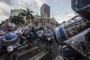 RIO, BRESIL-MARCH, 2019: Dans le centre de Rio, des équipes de Bate Bola défilent pour le concours du meilleur costume dans une ambiance bonne enfant. (Picture by Veronique de Viguerie/Getty Reportage)