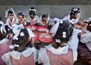 PORT-AU_PRINCE, HAITI-NOV, 2014: Une ecole ouvre ses portes aux Restaveks (enfants esclaves) pour qu'ils puissent suivre des cours gartuitement et profiter d'un repas gratuit.  (Photo by Veronique de Viguerie/Reportage by Getty images).