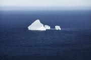 ST JOHN'S, NEWFOUNDLAND-JUNE, 2014: Un iceberg echoue dans la baie de Fort Hampers a Saint Jean, a Terre Neuve.  An iceberg and Fort Hampers in St John's. From Signal Hill. (Picture by Veronique de Viguerie/Reportage by Getty Images).