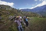 SIMIGAON, NEPAl-APRIL, 2015: Les porteurs exténués font une pause avant d'arriver à Simigaon.(Picture by Veronique de Viguerie/Reportage by Getty Images)
