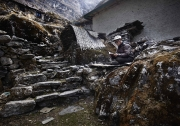 BEDING, NEPAl-APRIL, 2015: La montagne s'est refusée á Naong Sherpa plusieurs fois. Depuis il lui tourne le dos pour faires ses prières. Beding 3700m(Picture by Veronique de Viguerie/Reportage by Getty Images)