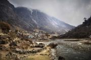BEDING, NEPAl-APRIL, 2015: La ville de Beding, 3690m. Au fond le pic de Tsoboje à 6689m.(Picture by Veronique de Viguerie/Reportage by Getty Images)