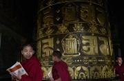 KATMANDOU, NEPAL-APRIL, 2015: Beaucoup d'enfants sherpas comme les fils de Pem-cheki, profitent d'une education gratuite dans les monasteres bouddhistes de la capitale. (Picture by Veronique de Viguerie/Reportage by Getty Images).