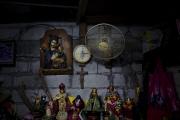 MANILA, PHILIPPINES - OCT, 2016: Bondieuseries dans la maison d'Herman Gatbonton, toxicoman, assassiné le 7 octobre 2016.  House of Herman Gatbonton (61), drug user, killed on the 7th of october. He was on the Watch List. (Picture by Veronique de Viguerie/ Reportage by Getty Images).
