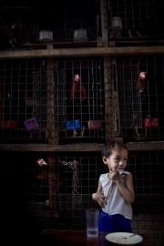 """MANILA, PHILIPINES- JUNE, 2017: Le petit Jefferson est nourri par le quartier. Son père, toxicoman a été arrété et sa mère a disparu. Il n'a plus personne et ce sont les gens du quartier qui lui donne un bol de riz de temps en temps. Le quartier """"happyland"""" est l'un des plus pauvre de Manille. Pourtant Duterte y est très populaire. Et même si il est acusé de mener non pas une guerre contre la drogue mais une guerre contre les pauvres, il reste très apprécié. Young Jeffereson is relying on the charity of the neighborhood. His father, drug user is in jail and his mother disappeared, leaving him on his own. Happyland neighborhood is one of the poorest of Manila. Duterte remains very popular there despite the fact that he is accused of engaging a war against the poor instead of a war against the drug. (Picture by Veronique de Viguerie/ Reportage by Getty Images)"""