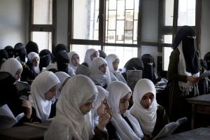 """SAADA, YEMEN- 2017, OCT: A Saada restée tres conservative, fief des Houthis, la première génération de filles commence à aller à l'école. Les petites filles peuvent être voilées intégralement dès l'âge de 8 ans surtout """"si elles sont jolies"""" nous dite la directrice de l'école de Tohid.Saada, Houthi stronghold, stays very conservative. It's the first girl generation who are going to school. Girls are wearing the integral veil, burqa from the age of 8 """"especially if they are good looking"""" says the female director of Tohid school.(Picture by Veronique de Viguerie/Reportage by Getty Images)"""