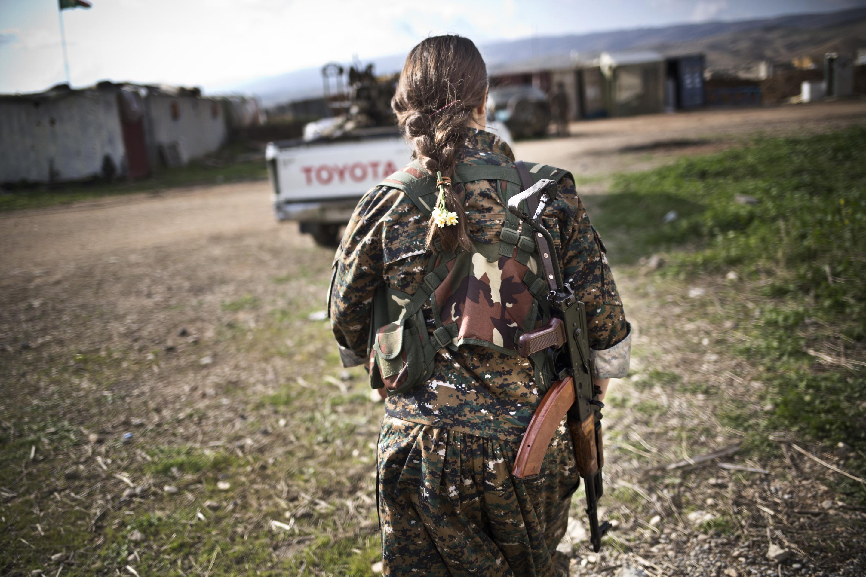 SINJAR, KURDISTAN, IRAQ- FEBRUARY, 2016: Dersem (21) Yezidie a vu ses soeurs se faire enlever par Daech, n'en piuvant plus de rester inactive, elle rejoint les rangs du YBS en octobre 2014. (picture by Veronique de Viguerie/ Reportage by Getty Images )